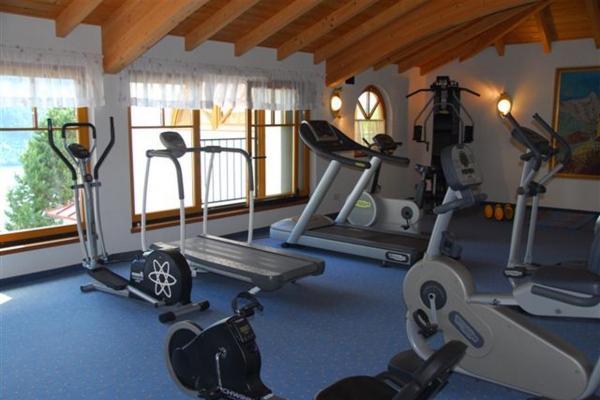 fitnessraum81AABADC-B946-9526-DFF2-0696D12DEE45.jpg